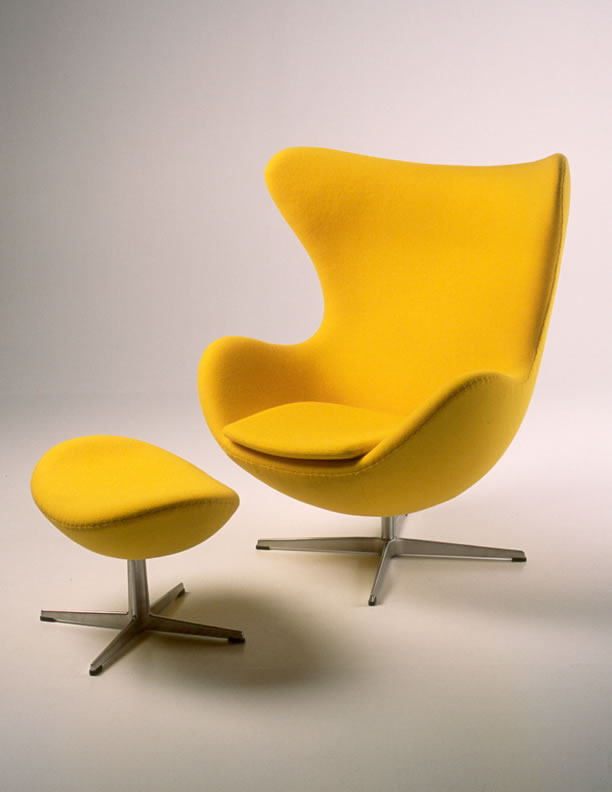 2_Egg_Chair_by_Arne_Jacobsen_1958_dezignlover.com