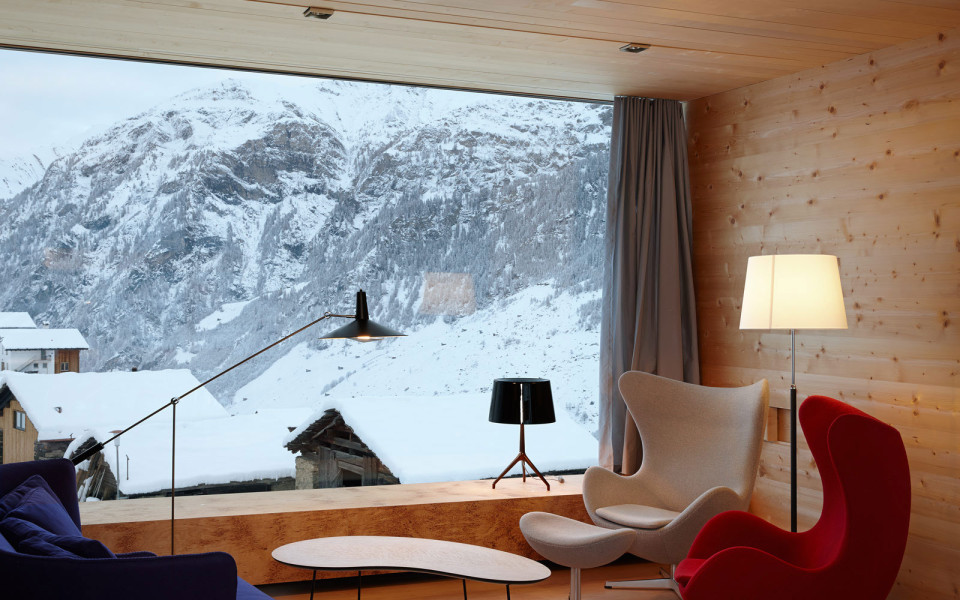 snow-view-at-mountaib-of-zumthor-vacation-homes-10-from-living-room