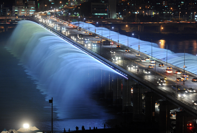 Banpo-Bridge-Rainbow-Fountain-feeldesain-02