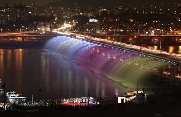 Banpo-Bridge-Rainbow-Fountain-feeldesain-07