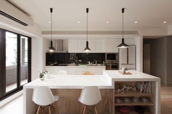 huge-modern-kitchen-600x399