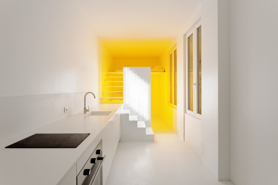 Fancy-Yellow-Lamp-Found-of-the-Corner-Part-near-the-Bedroom