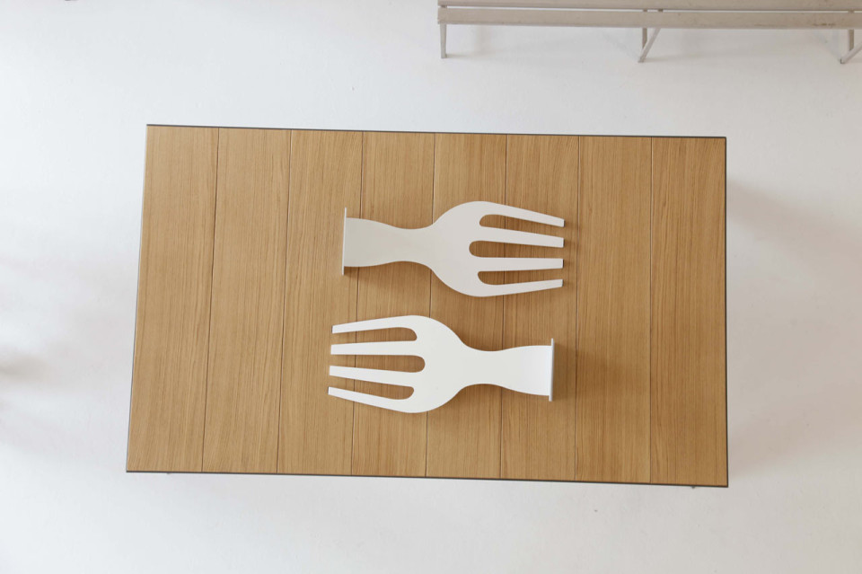 lets-eat-dining-table-fork-supports