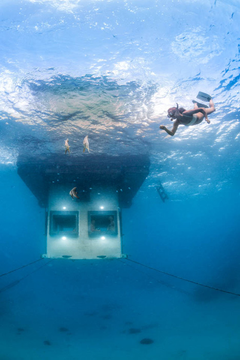 Underwater-Room-at-The-Manta-Resort_dezeen_1
