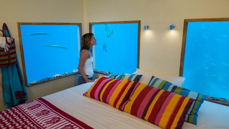Underwater-Room-at-The-Manta-Resort_dezeen_7