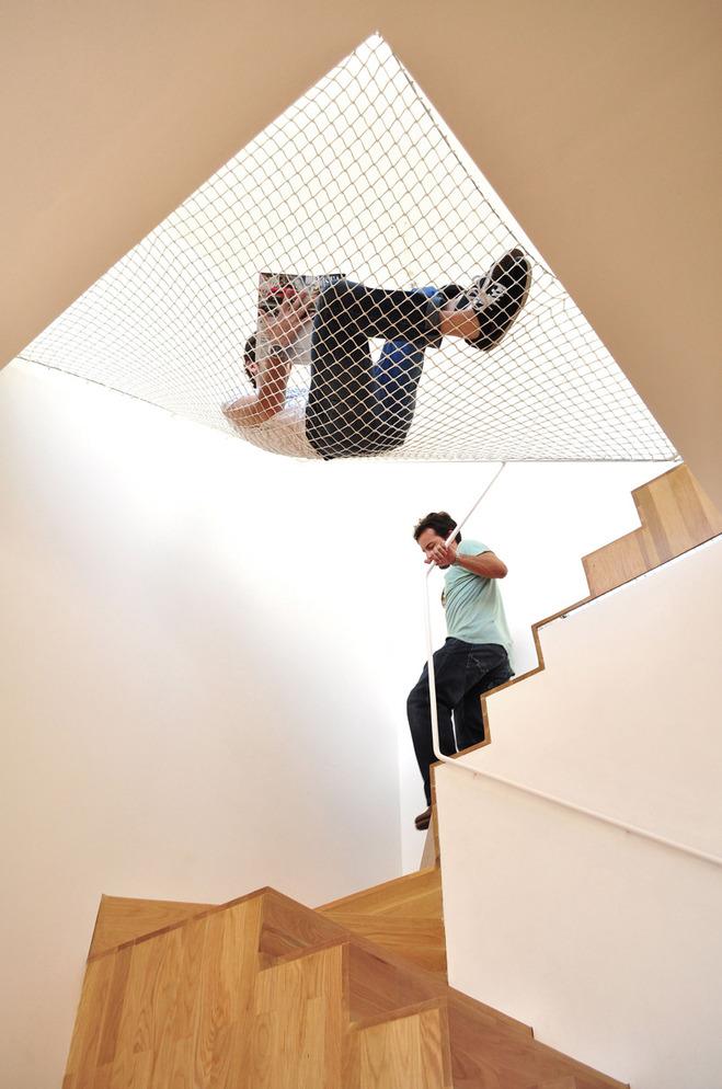 hammock-net-by-ooda-hangs-in-space-2-thumb-660x994-2511