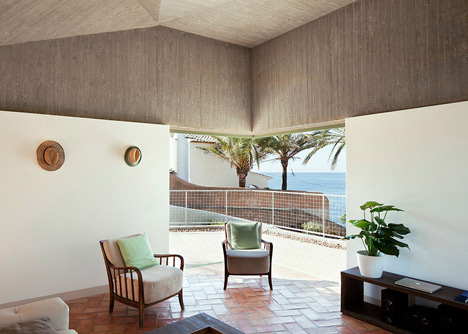 Concrete-house-by-Langarita-Navarro-photographed-as-a-crime-scene_dezeen_5