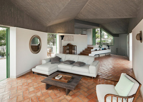 Concrete-house-by-Langarita-Navarro-photographed-as-a-crime-scene_dezeen_6