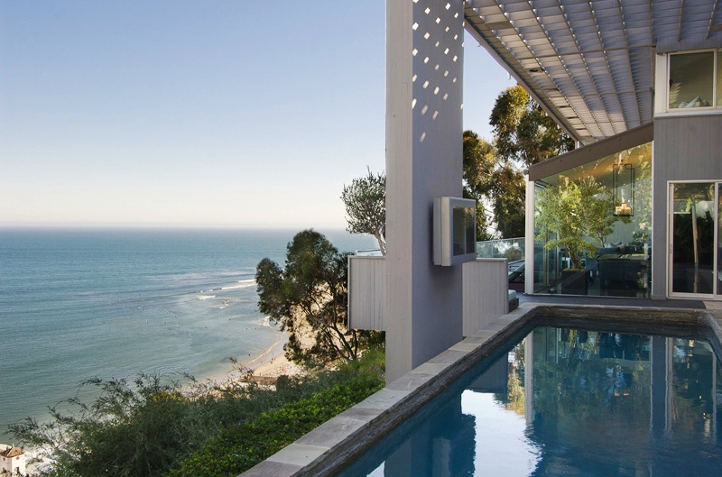 Matthew perry 39 s malibu home on sale for Buy house in malibu