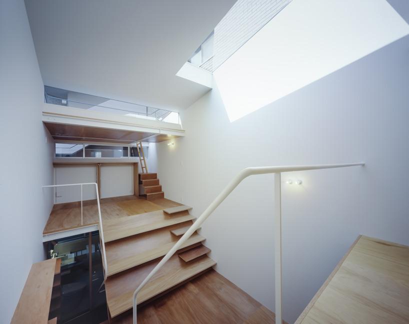 setsuko-sakakibara-house-in-rokkomichi-kobe-japan-designboom-03