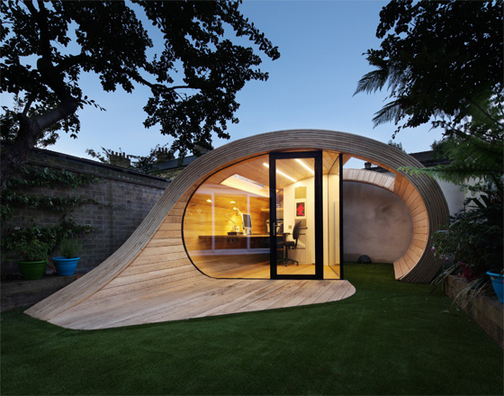 Shoffice Is A Garden Pavilion, Arranged For A Small Office. It Is Located  In The North West Of London. Wooden Structure Was Designed By The Platform  5 ...
